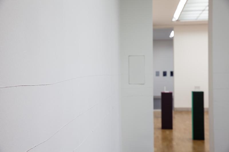 Ausstellungsansicht_On the Quiet, Tilo Schulz, It's just a scratch but the world is looking through (2019) Foto: Benjamin Knoblauch